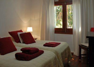 45_hembro_punainen_makuuhuone